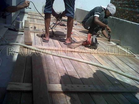 harg lantai kayu decking