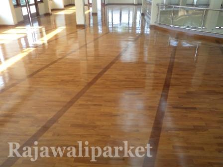 Aplikasi lantai kayu pada masjid