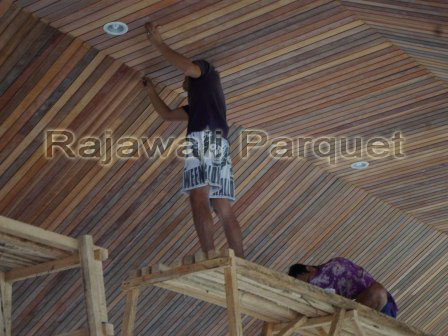Pemasangan Plafon kayu lambersering