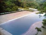 pemasangan decking kayu di Tepi kolam berenang