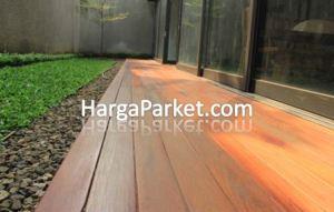 PEmasangan decking lantai kayu