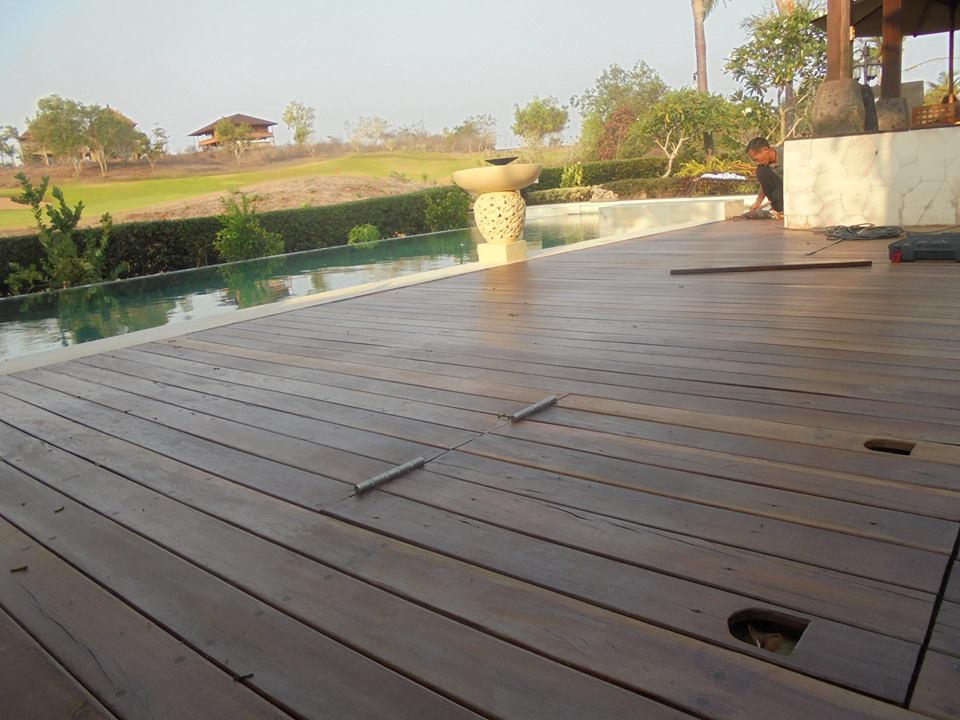 lantai kayu untuk halaman