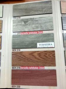 Lantai vinyl motif kayu sonokeling