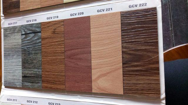 Lantai Kayu Vinyl dengan warna Kayu Asli