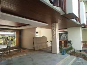Proyek pemasangan plafond kayu di Bali