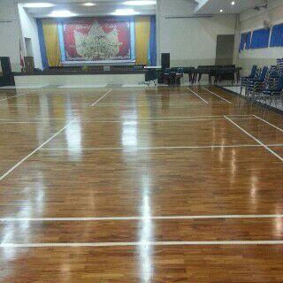Aplikasi parket lantai pada lapangan Badminton